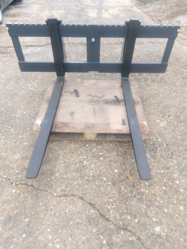 Vorkenbord Hekamp met draagvermogen 3 ton ,breedte 200 cm en met vorken van 150 cm